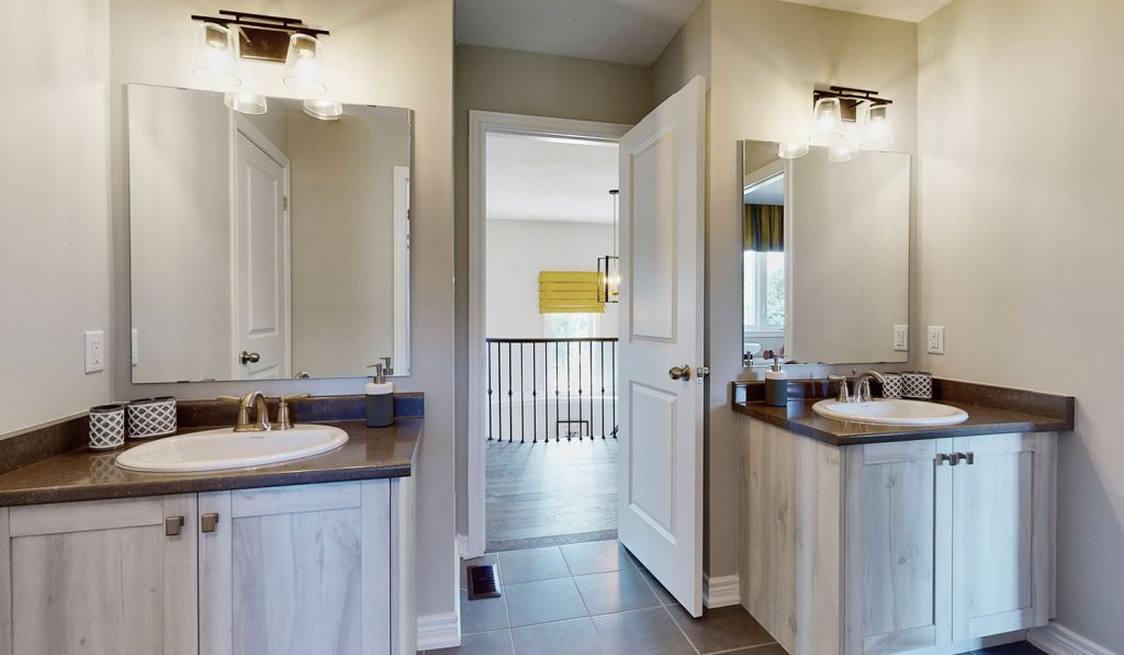 Picture Homes Model Home - Double Bathroom with Two Sinks for Two People Ensuite