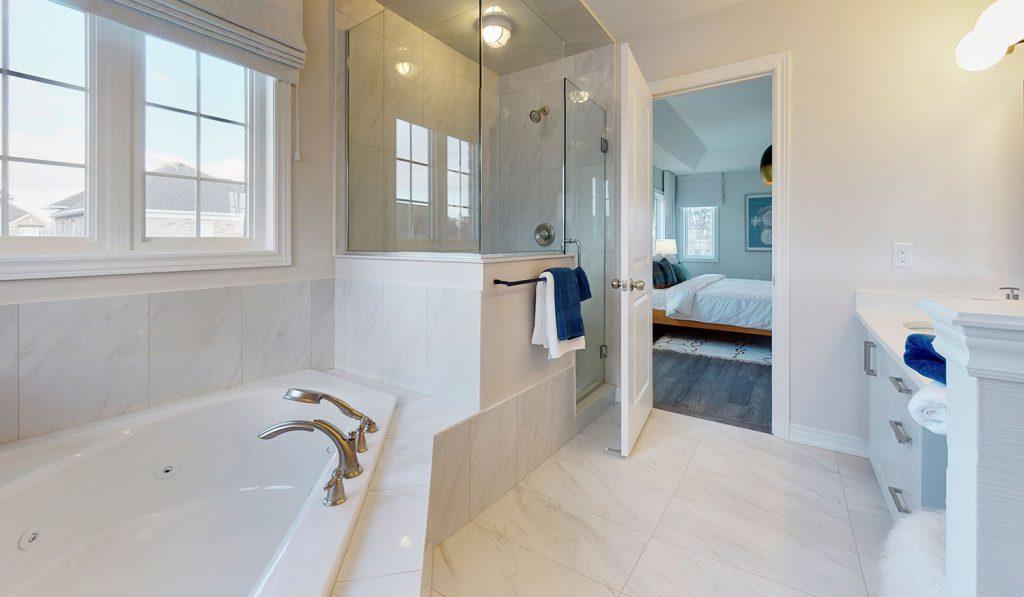 Picture Homes The Hampton Model Home - Ensuite Bathroom With Bathtub, Shower, Four Piece